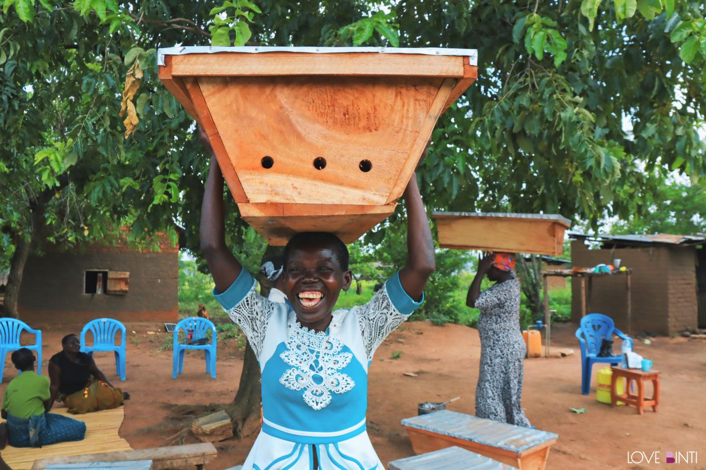 參與蜂箱計畫的婦女